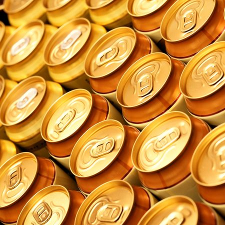 gold cans: Gran parte della birra oro lattine close up