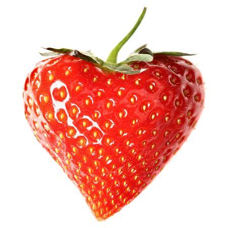 fraise: Fraises-coeur gros plan isol� sur un fond blanc