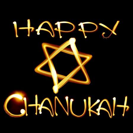 etoile juive: Cr�� par la lumi�re texte Happy Hanoukka et �toile juive sur fond noir Banque d'images