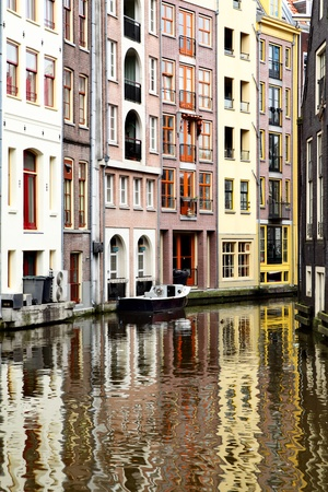 fasade: Colorful houses and canal at Amsterdam. Netherlands