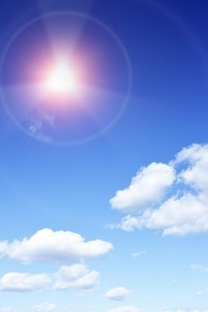 radiacion solar: Radiación solar - Sun con vigas que buscan como señal de peligro de radiación Foto de archivo