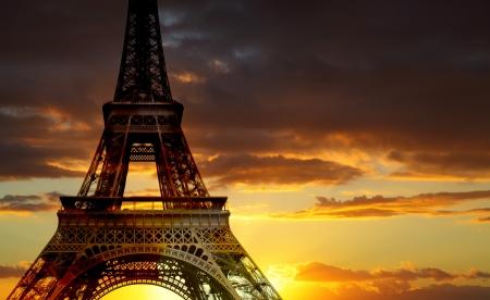 paris vintage: La torre Eiffel al atardecer, París, Francia