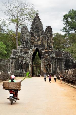angkor wat: Entrance to Bayon temple at Angkor, Cambodia