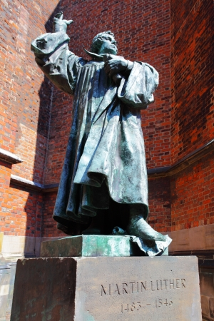 luther: Statue of Martin Luther in Hanover, Germany