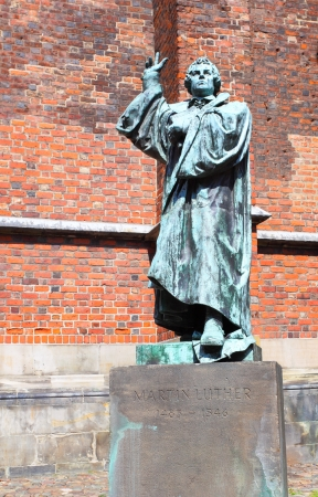 Estatua de Mart�n Lutero en Hannover, Alemania Foto de archivo - 15386182