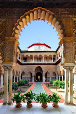 Binnenplaats in Real Alcazar, Sevilla Redactioneel