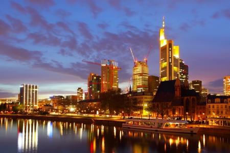 Francfort-sur-mine dans la nuit, Allemagne Banque d'images