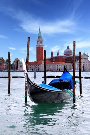 Gondel en San Giorgio kerk in de achtergrond, Venetië, Italië
