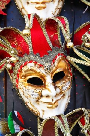 masque de venise: VENISE, ITALIE - 1 octobre 2013 traditionnel venise masque Harlequin � �tal de march� Editeur