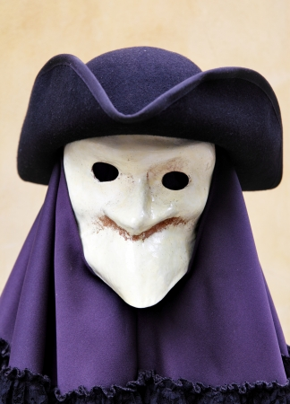 masque de venise: Masque et costume de carnaval traditionnel venise sur mannequin, Venise, Italie Banque d'images
