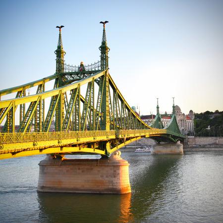 부다페스트에서 자유 다리 해질녘에, 헝가리