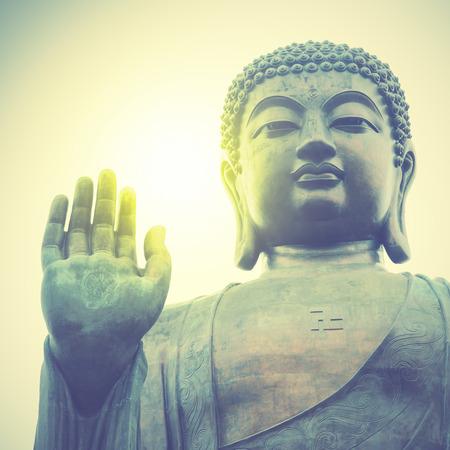 cabeza de buda: Buda gigante en Hong Kong. Estilo retro imagen filtred