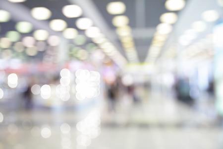 Lichten van wachtkamer in de luchthaven onscherp - bokeh achtergrond