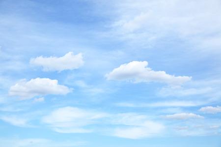 雲と青空の光、背景として使用することがあります