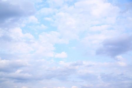 cielos abiertos: Cielo con nubes, se puede utilizar como fondo abstracto