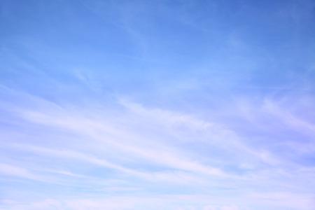 권운 구름과 푸른 하늘 - 배경으로 사용할 수 있습니다 스톡 콘텐츠 - 43882394