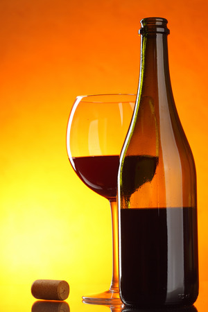 bocal: Red wine - still-life with glass, bottle and cork