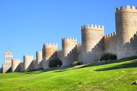 medieval: Murallas medievales de la ciudad de Ávila, España