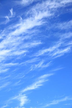 wolkenhimmel: Sky background - clouds in the blue sky (vertical composition) Lizenzfreie Bilder