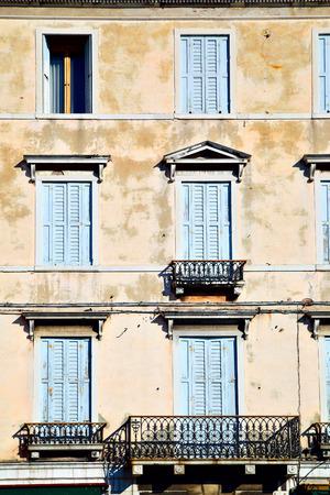 jalousie: Windows with jalousie in Venice, Italy