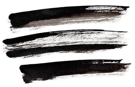 Set van lange zwarte penseelstreken geïsoleerd over de witte achtergrond