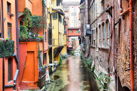 Canal in the old town of Bologna, Italy 스톡 콘텐츠