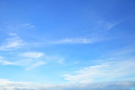 transparente: Casi el cielo azul claro solamente, foto de fondo naturales