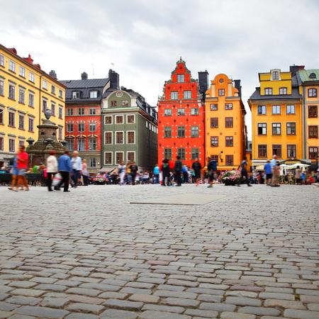 Stortorget-vierkant in Stockholm, Zweden. Alle mensen zijn in beweging vervaagd!