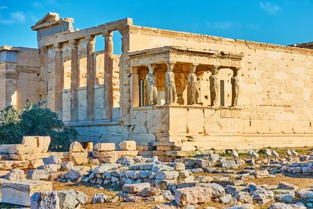 Der Erechtheion-Tempel mit der Veranda der Karyatiden auf der Akropolis, Athen, Griechenland