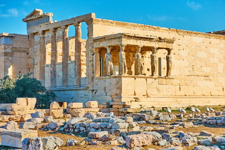 The Erechtheion temple with The Porch of the Caryatids on the Acropolis, Athens, Greece 版權商用圖片