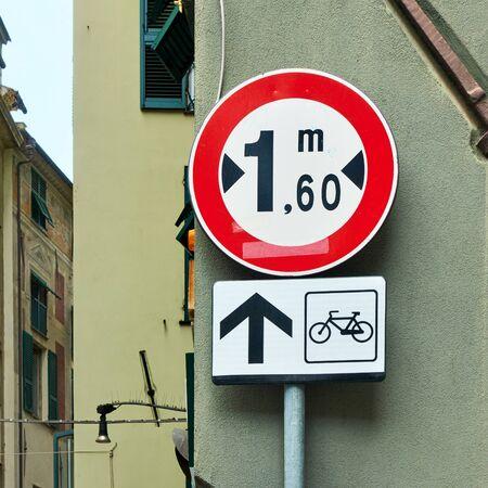 Warning road sign located forward of the narrow street in Genoa city, Italy Reklamní fotografie - 129637297