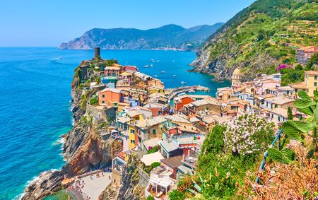 The sea and picturesque Vernazza small town in Cinque Terre National Park, Liguria, Italy Reklamní fotografie - 129636833