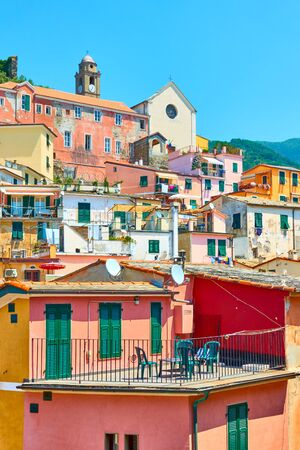 Picturesque houses in Vernazza small town in Cinque Terre, Italy Reklamní fotografie - 129636349