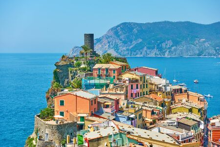 Panoramic view of Vernazza small town on the rock by the sea in Cinque Terre, Italy Reklamní fotografie - 129635273
