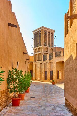 Traditional arabian street in Al Fahidi Historical Neighbourhood in Old Dubai, United Arab Emirates (UAE) Stockfoto