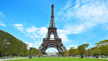 Eiffel Tower in Paris in France. Panoramic view 版權商用圖片