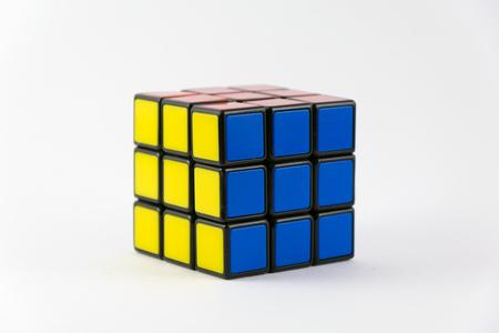Rubik kubus.