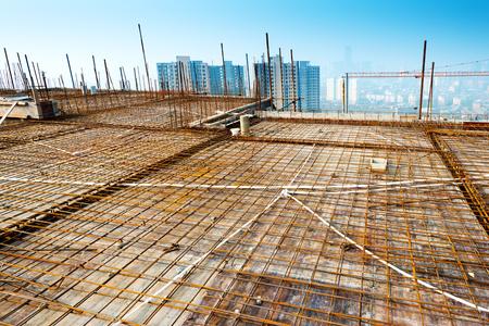 屋根の構造の建設
