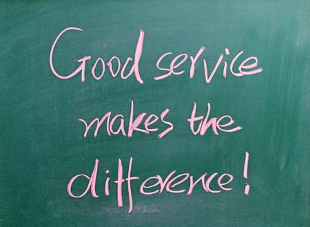 良いサービスの違い、黒板に書かれて 写真素材