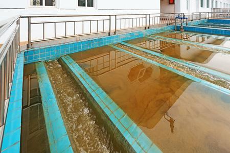 Moderne stedelijke afvalwaterzuiveringsinstallatie