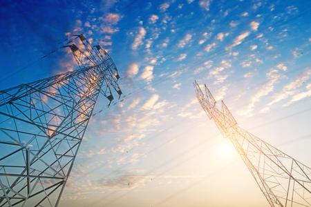 高圧鉄塔の空の背景。
