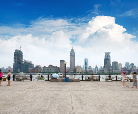 近代的な都市、昼間の上海のスカイライン