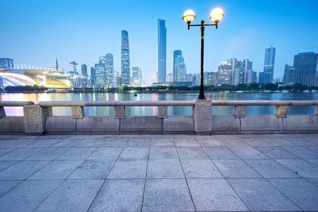遊歩道から中国・広州の街並み。