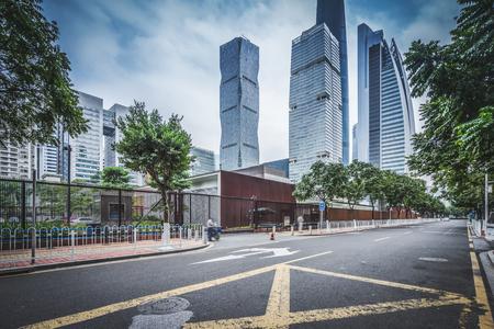 現代都市の背景、中国・広州でアスファルト舗装