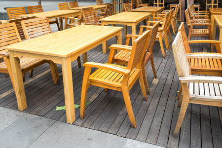 Wooden table in the outdoor coffee room 版權商用圖片