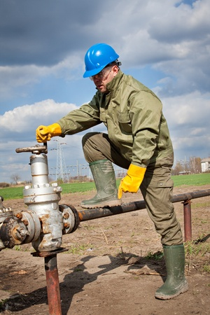 worker in the oil industry on oil pump Stock Photo - 13254070