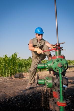 oil worker: Aceite trabajador Foto de archivo