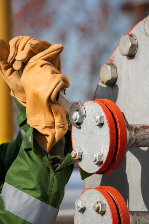 The worker of the gas refinery 스톡 콘텐츠