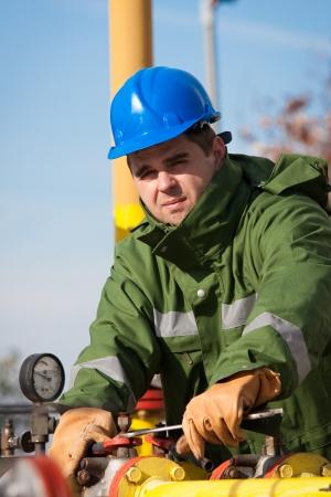 trabajador petroleros: El trabajador de la refiner�a de gas