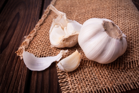 Organic garlic whole and cloves on the wooden background Stock Photo - 18986519